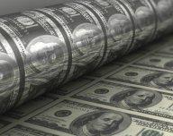 Tištění dolarů - ilustrační foto