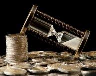 Přesýpací hodiny, čas, euro - ilustrační foto