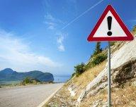 Jiné nebezpečí, dopravní značka, riziko, silnice v horách - ilustrační foto