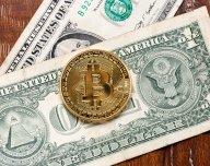 Bitcoin, dolary - ilustrační obrázek